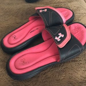 Under armour slides 5 youth